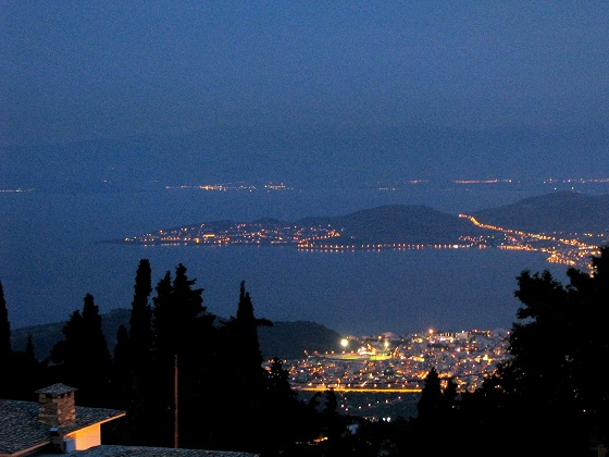 Volos at night-view from Portria